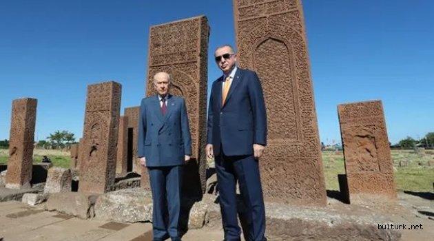 Ahlat'ta Selçuklu mezarlığını ziyaret ve anma