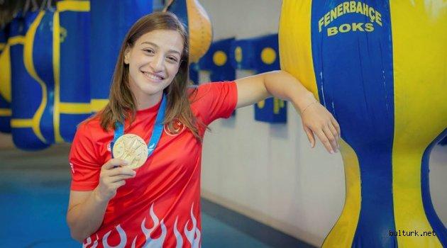 Buse Naz Çakıroğlu'ndan gümüş madalya