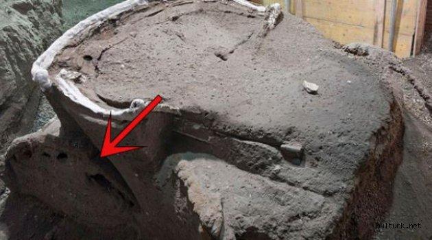 İtalya'da 2 bin yıllık dört tekerlekli tören arabası bulundu